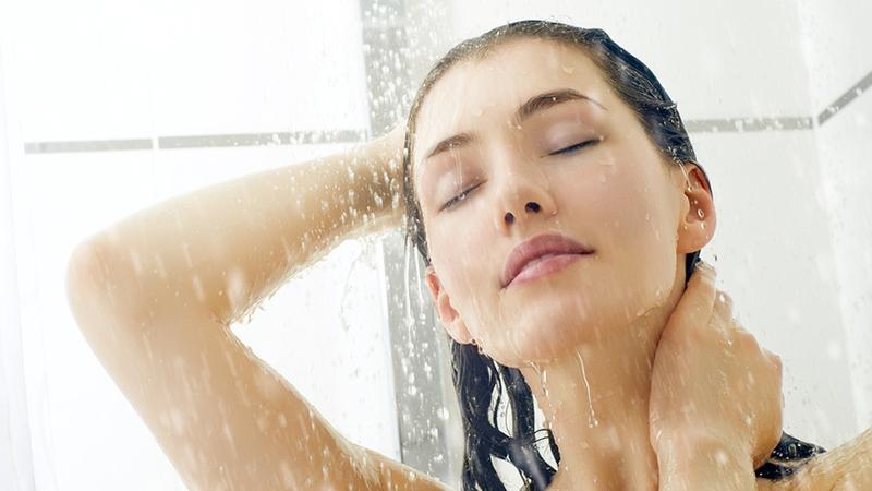 Как принять душ и не испортить прическу